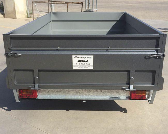 Remolque caja abierta 2.500 x 1.500 x 500 + barandilla desmontable + arquillos