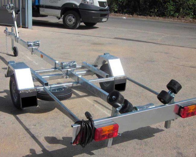 Remolque-náutico-4-metros-+-1-metro-guia-de-luces-extensible-2